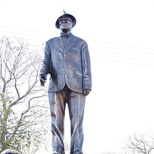 Kgosi Bathoen II Statue Kanye.jpg