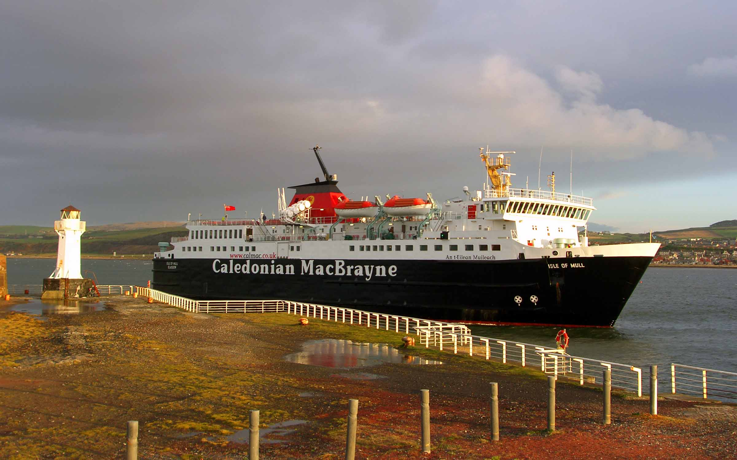 Isle of Mull entering Ardrossan harbour (Ships of CalMac)