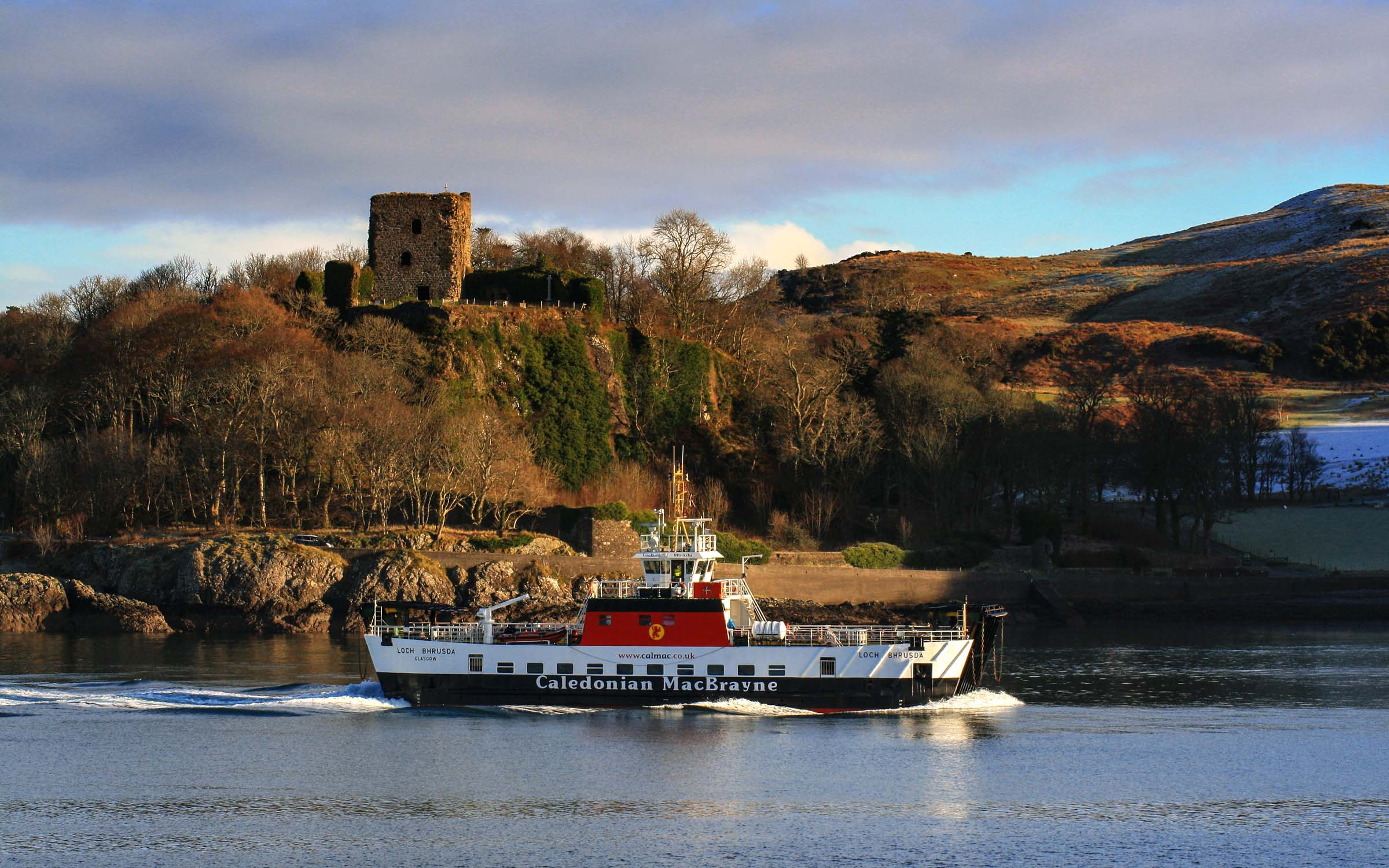 Loch Bhrusda passing Dunollie Castle (Ships of CalMac)