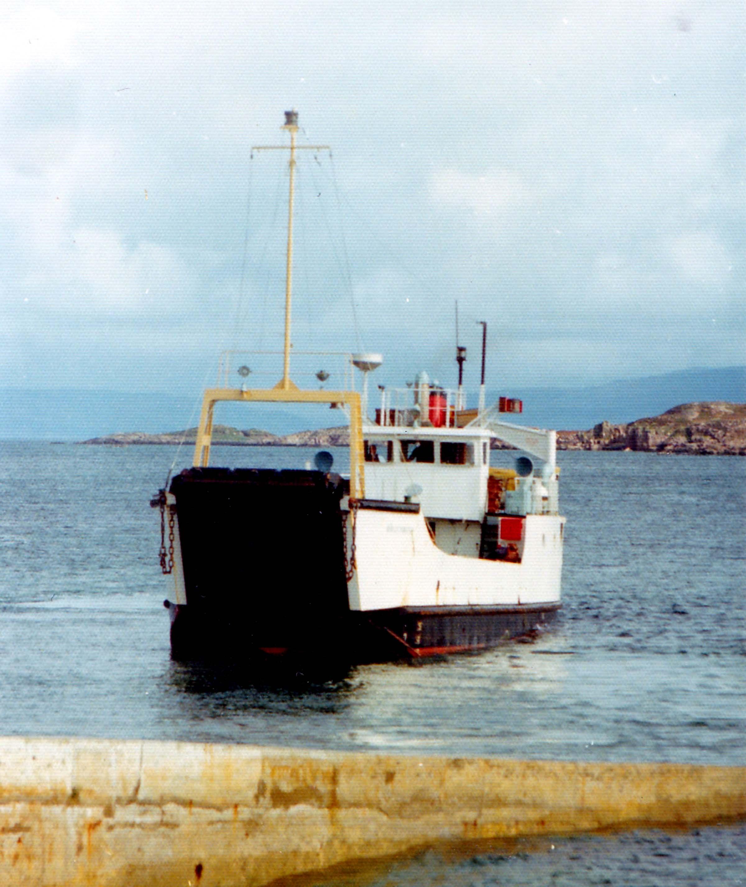 Morvern backing away from Iona slipway (Jim Aikman Smith)