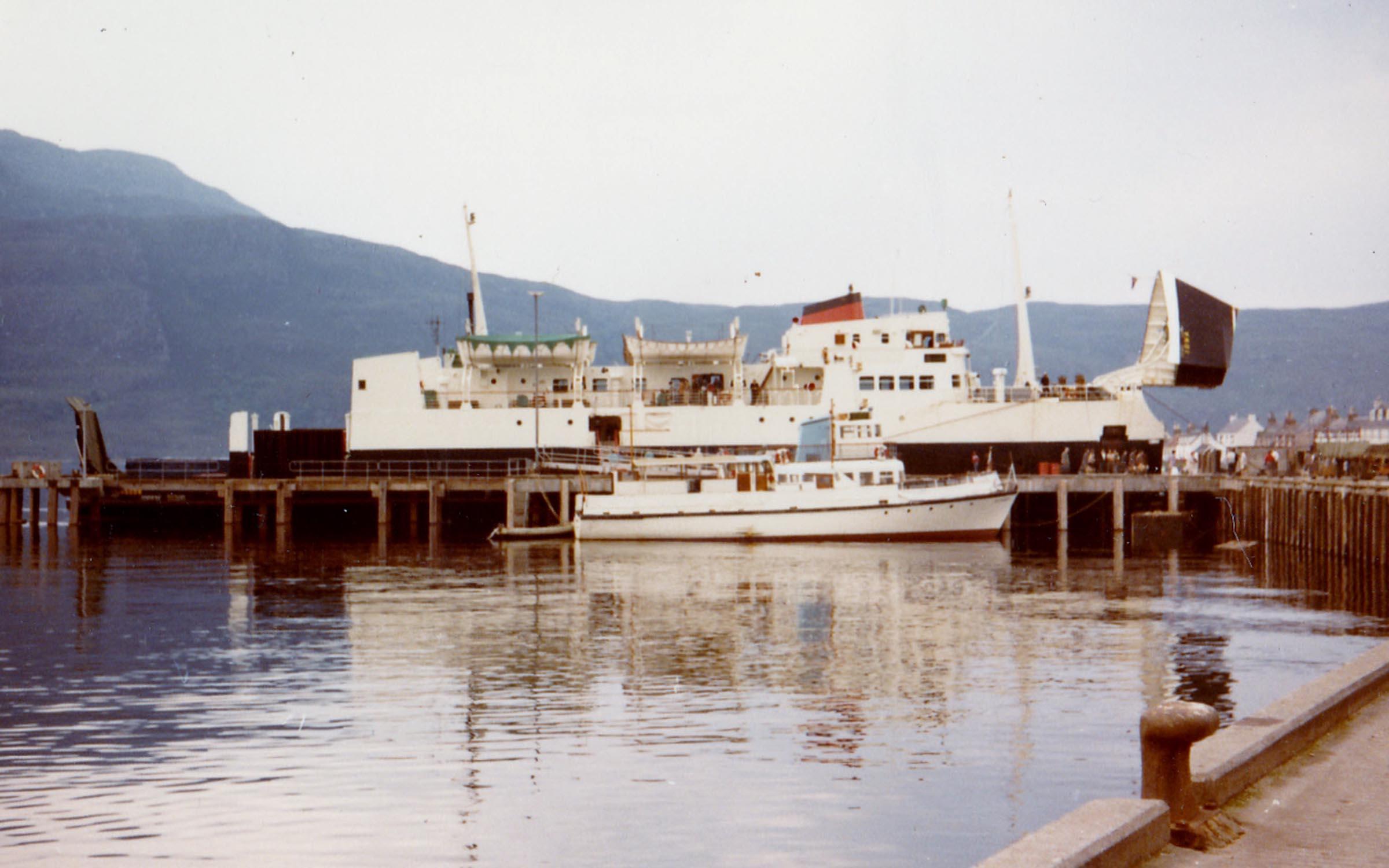 Iona loading at Ullapool (Jim AIkman Smith)