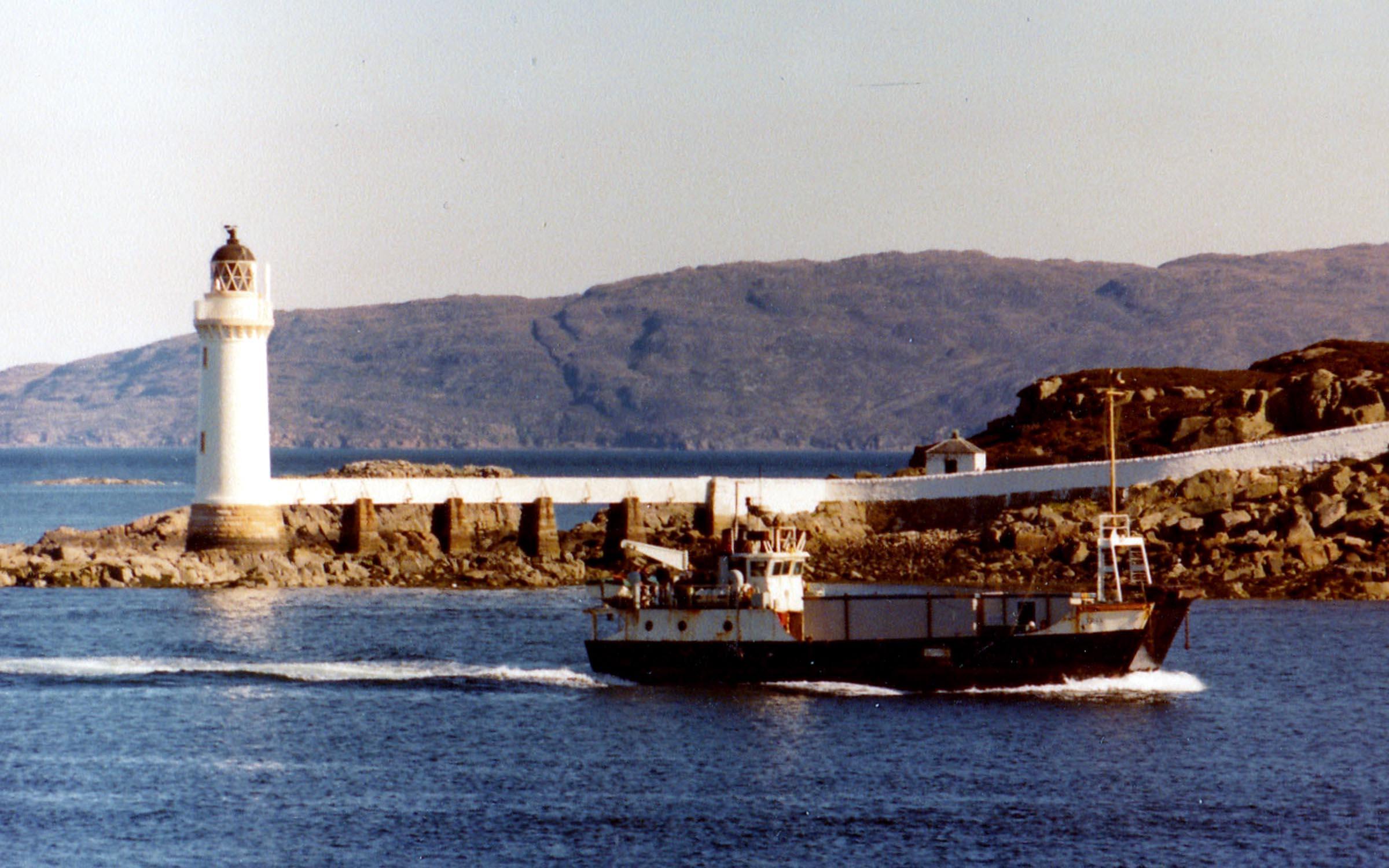 Coll passing Eilean Ban, off Kyleakin (Jim Aikman Smith)
