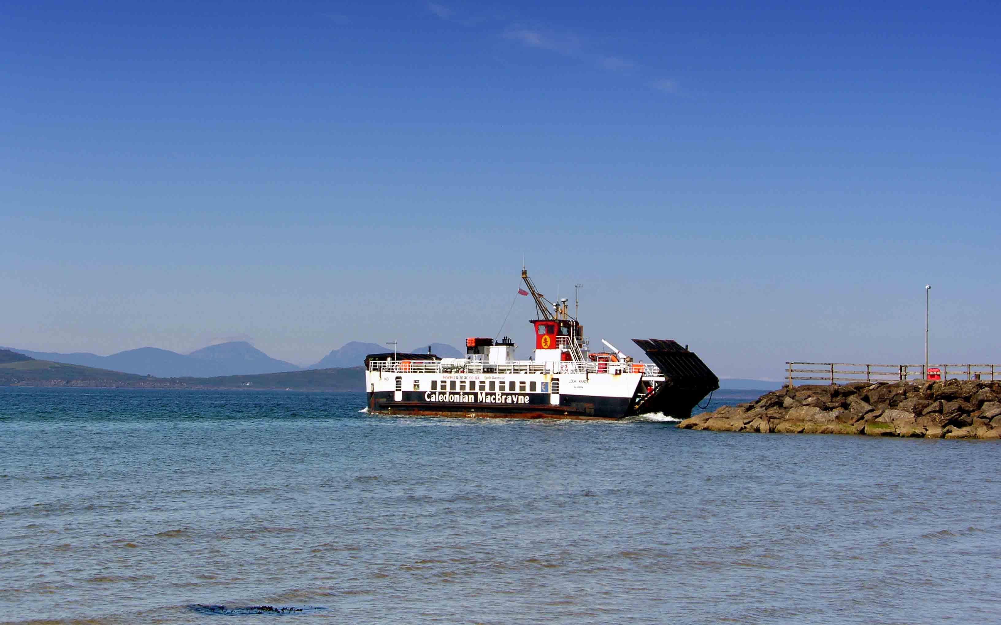 Loch Ranza leaving Tayinloan (Ships of CalMac)
