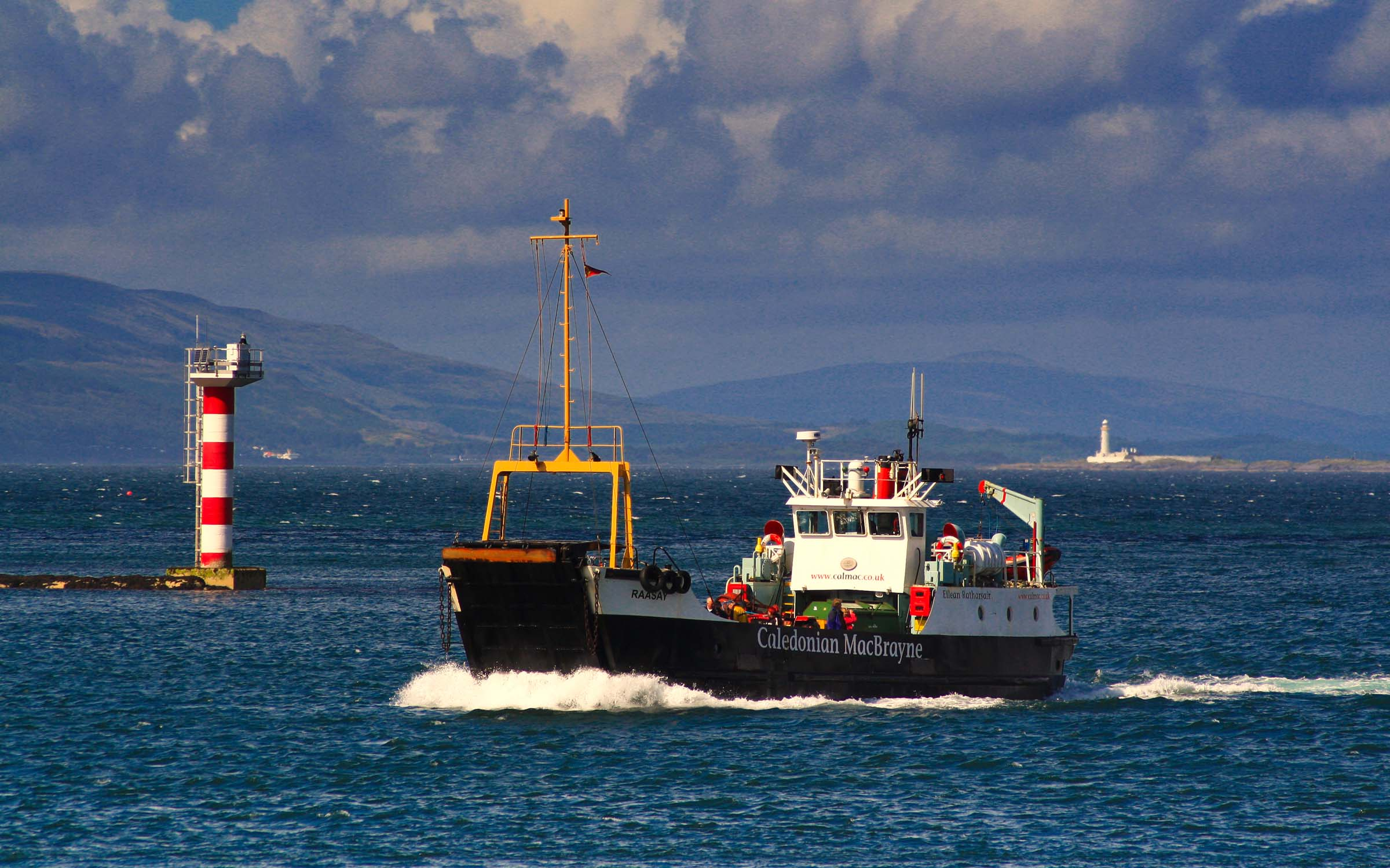 Raasay entering Oban Bay (Ships of CalMac)