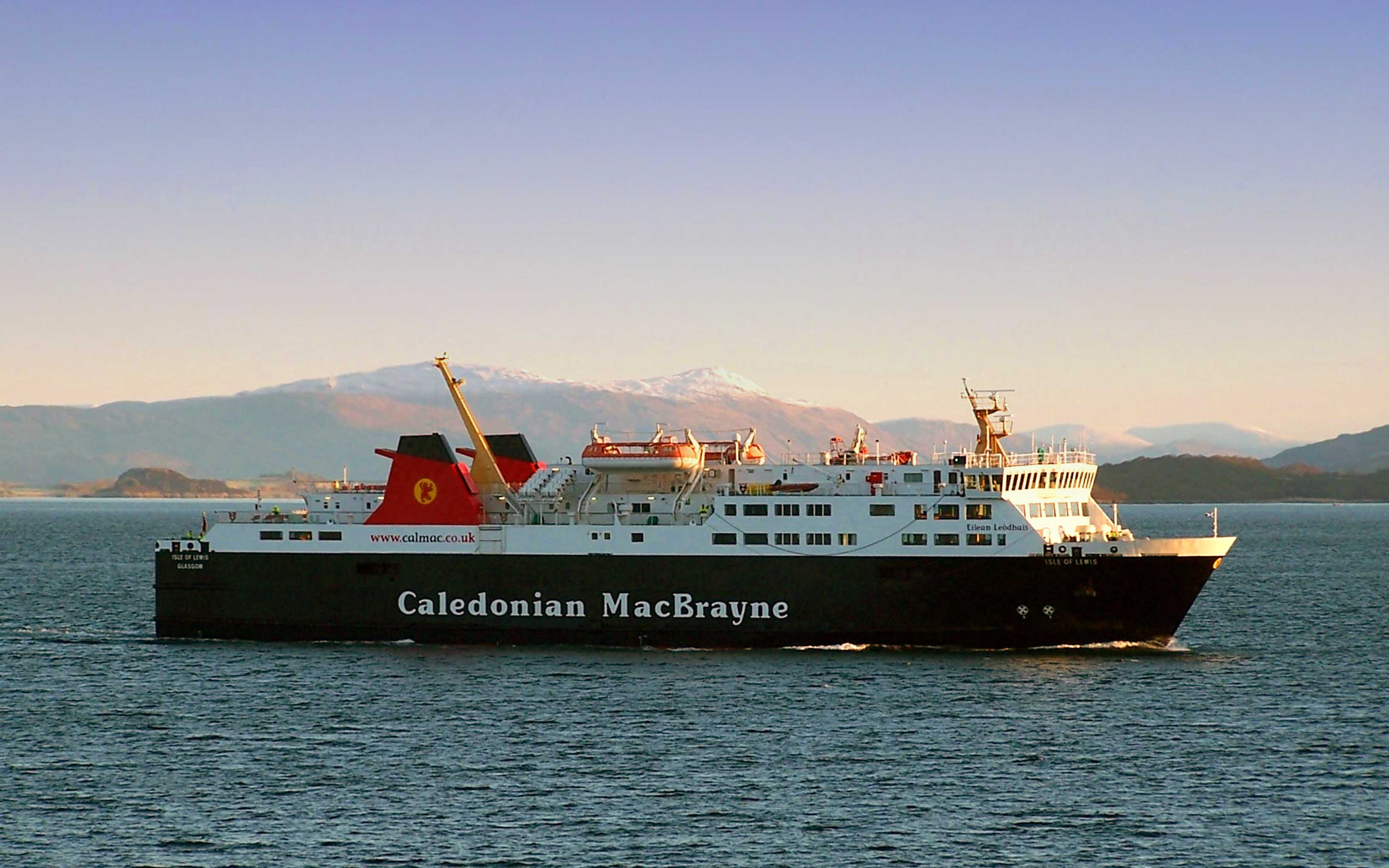 Isle of Lewis about to make her first ever call at Oban, February 2006 (Ships of CalMac)