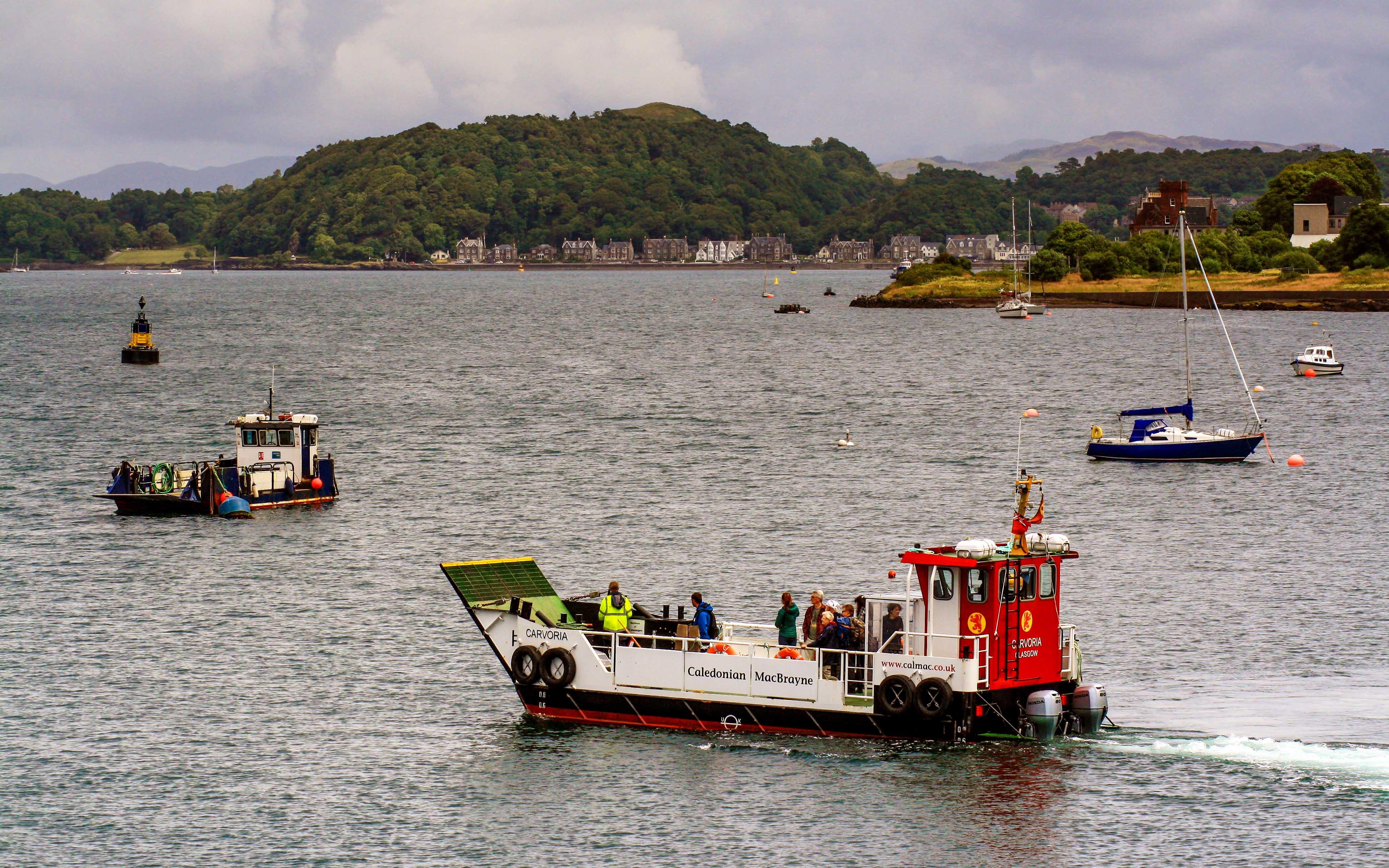 Carvoria passing previous ferry Gylen Lady (Photo: SoC Crew)