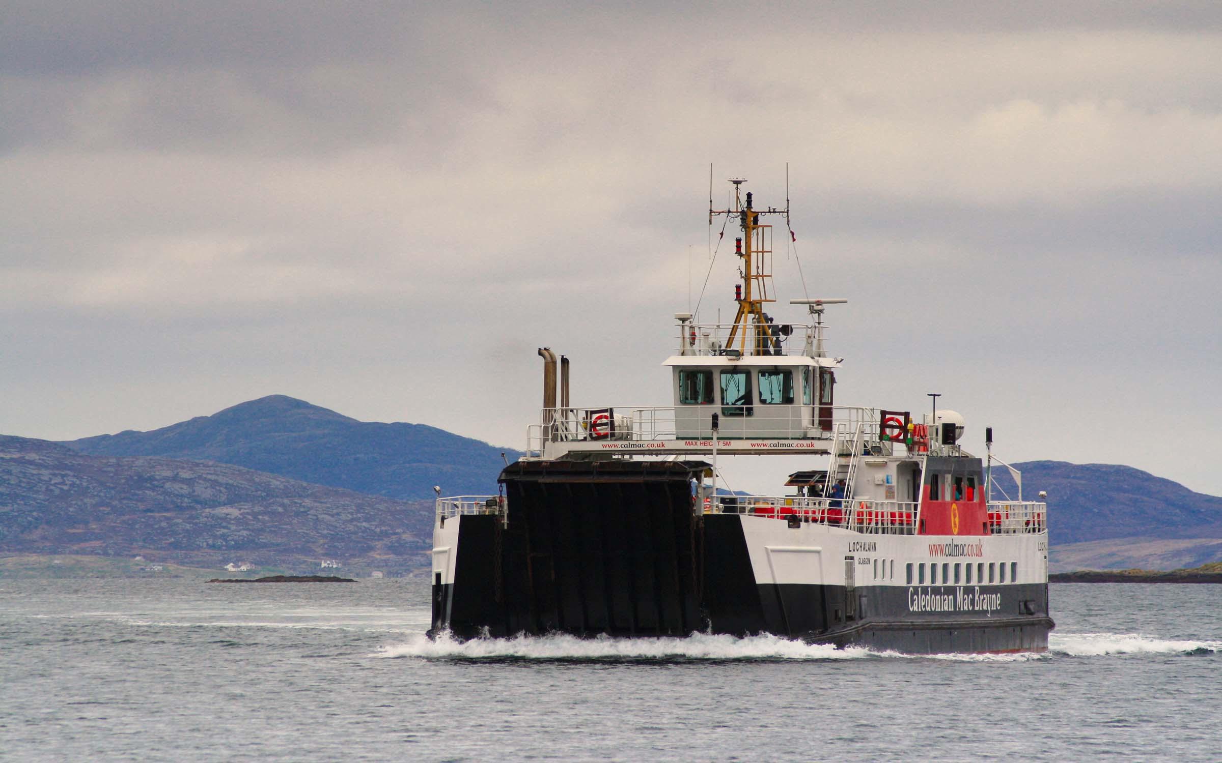 Loch Alainn approaching Ardmhor (Ships of CalMac)