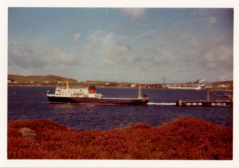 Pioneer leaving Port Ellen (Jim Aikman Smith)