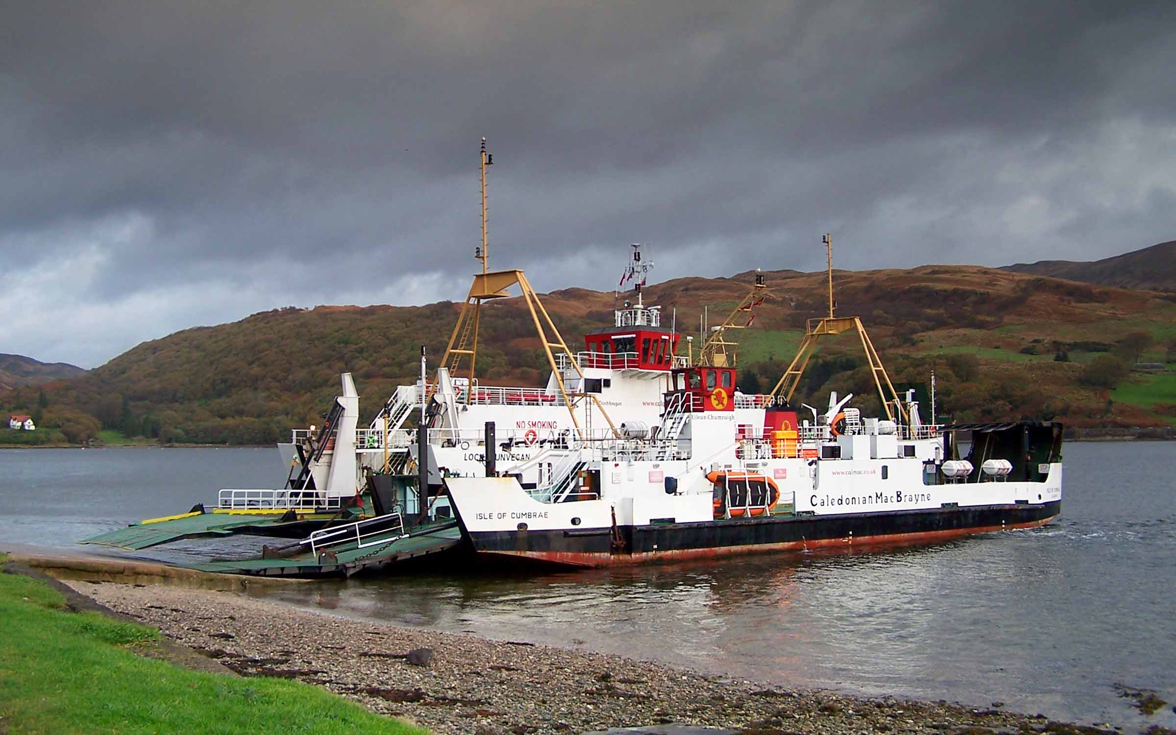 Isle of Cumbrae handing over to Loch Dunvegan a Rhubodach (Ships of CalMac)