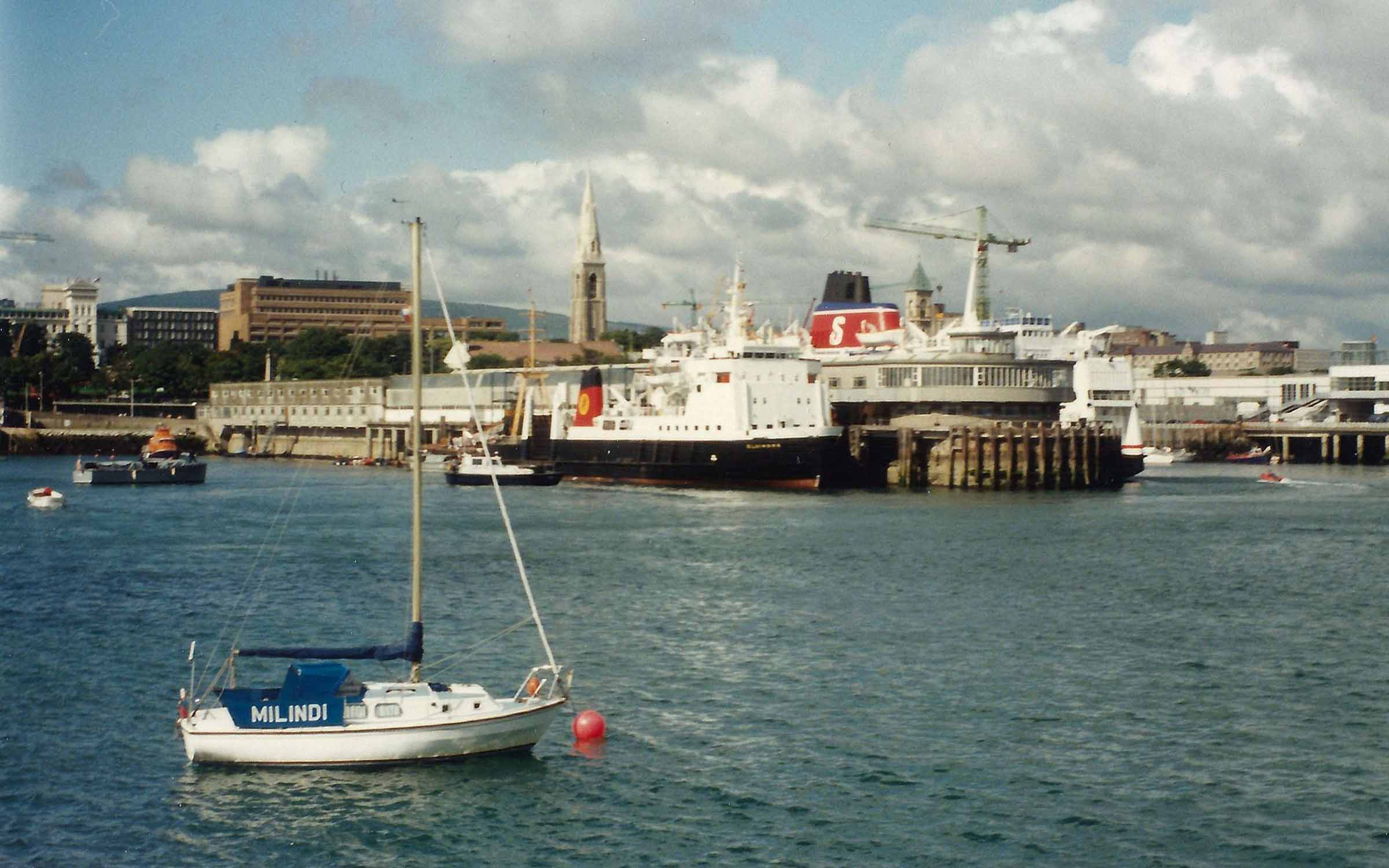 Claymore and Stena Hibernia alongside at Dun Laoghaire (Iain McPherson)