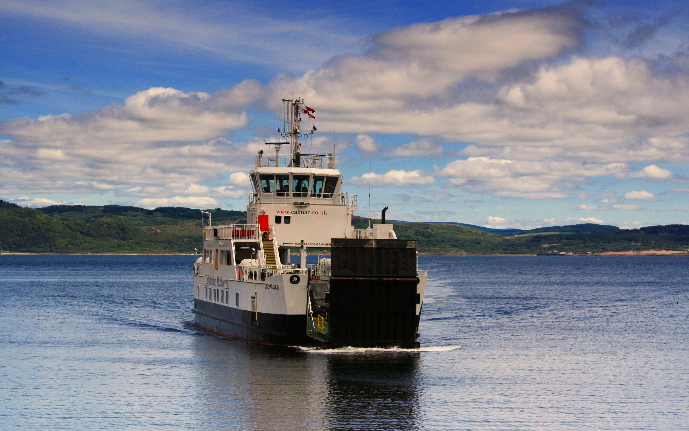 Lochinvar approaching Tarbert (Ships of CalMac)
