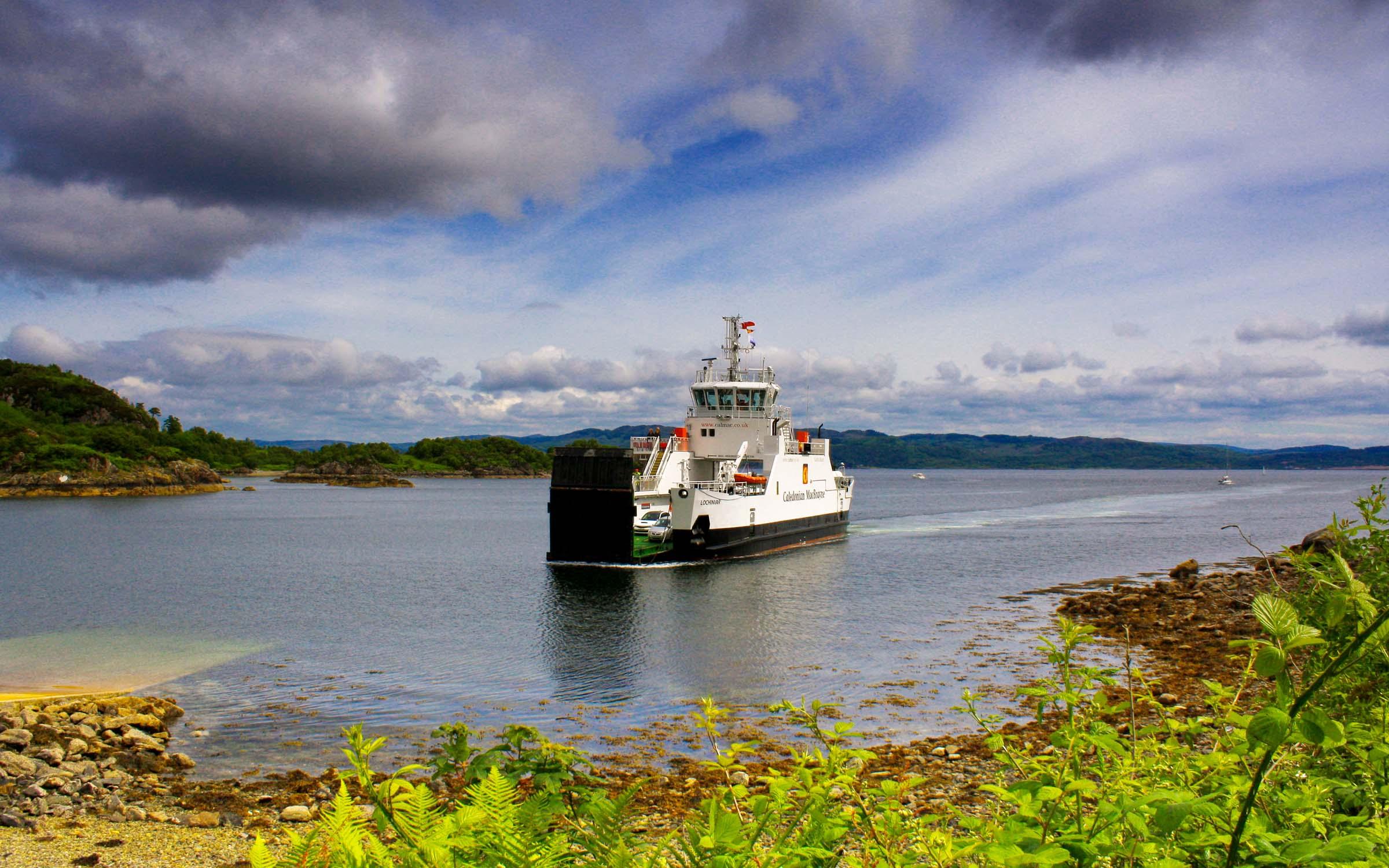 Lochinvar arriving at Tarbert (Ships of CalMac)