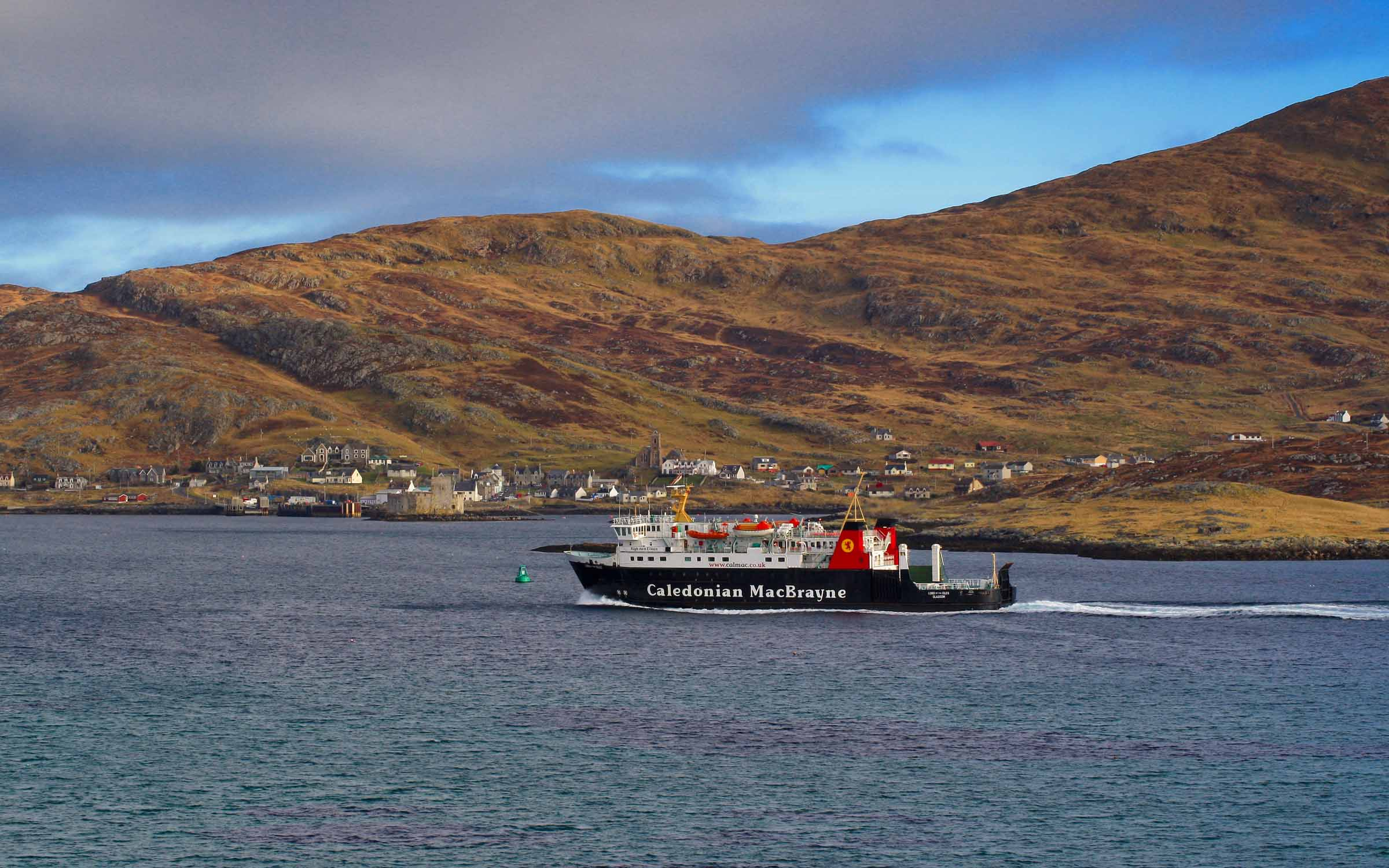 Lord of the Isles approaching Castlebay (Ships of CalMac)