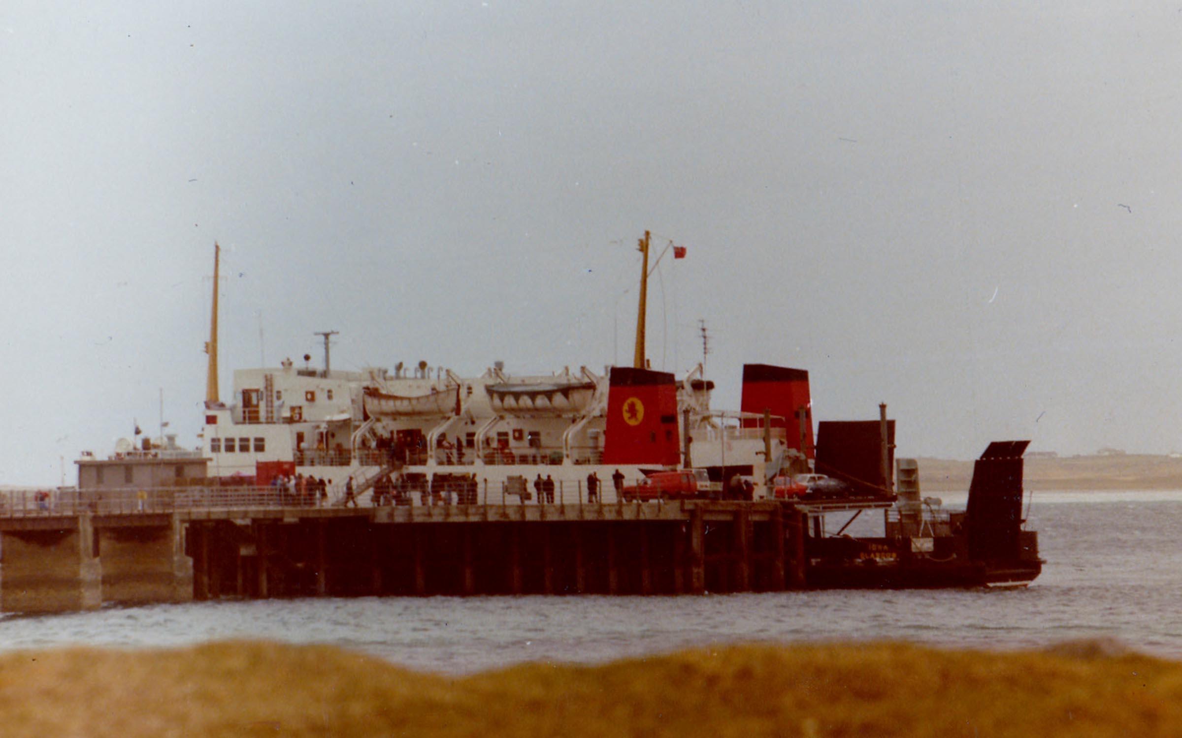 Iona hoist-loading at Tiree (Jim AIkman Smith)