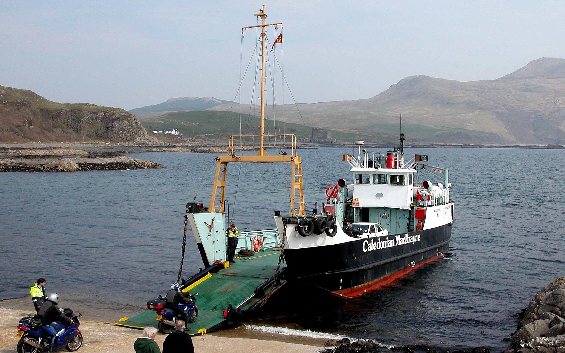 Bruernish loading at Kilchoan (Iain McPherson)