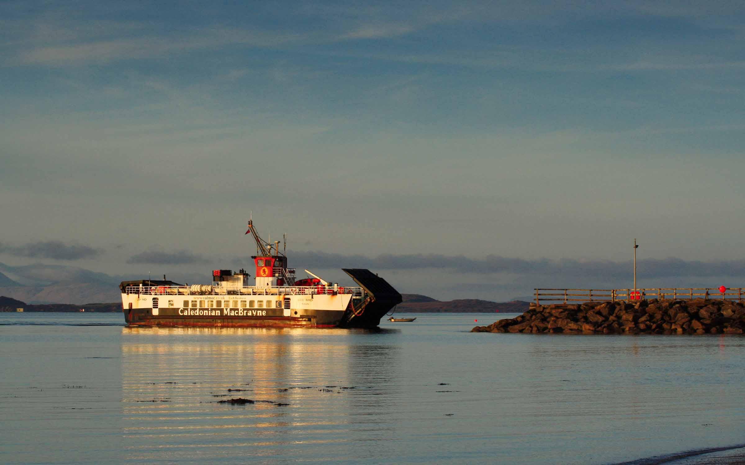 Loch Ranza arriving at Tayinloan (Ships of CalMac)