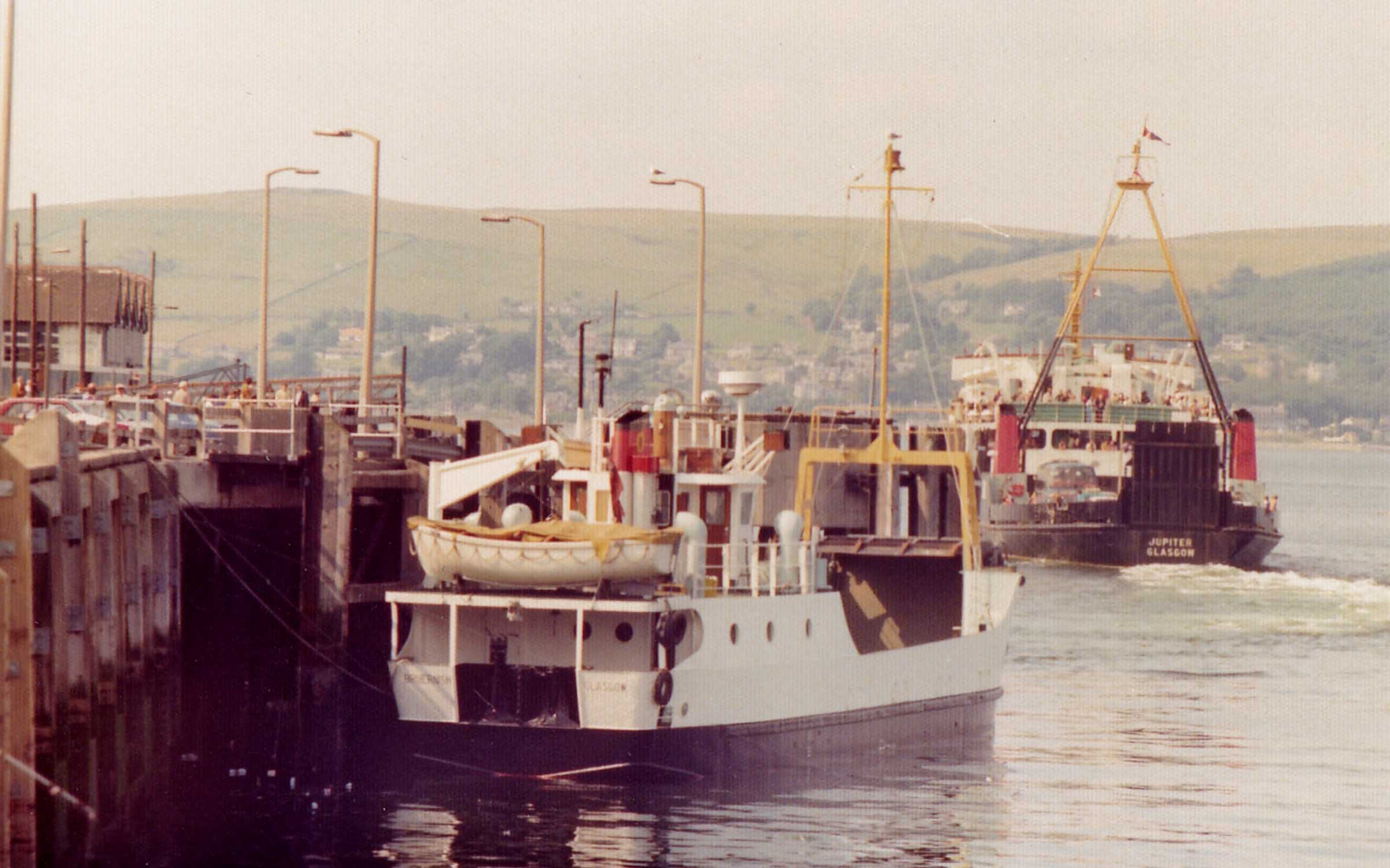 Jupiter leaving Bruernish at Gourock (Jim Aikman Smith)