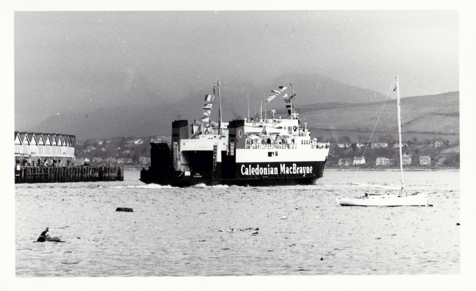 Iona leaving Gourock (Jim Aikman Smith)