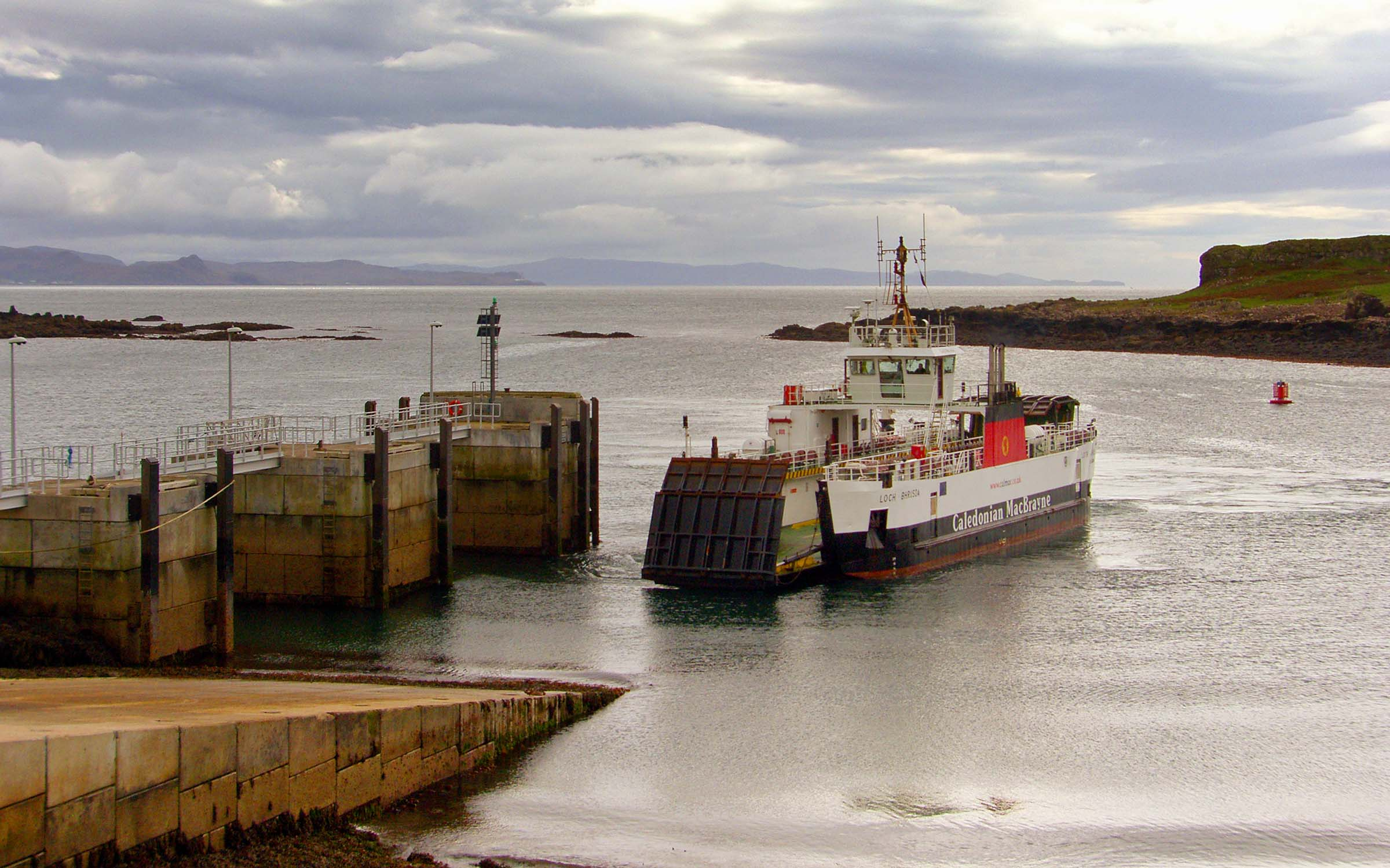 Loch Bhrusda arriving at Muck for berthing trials (Ships of CalMac)