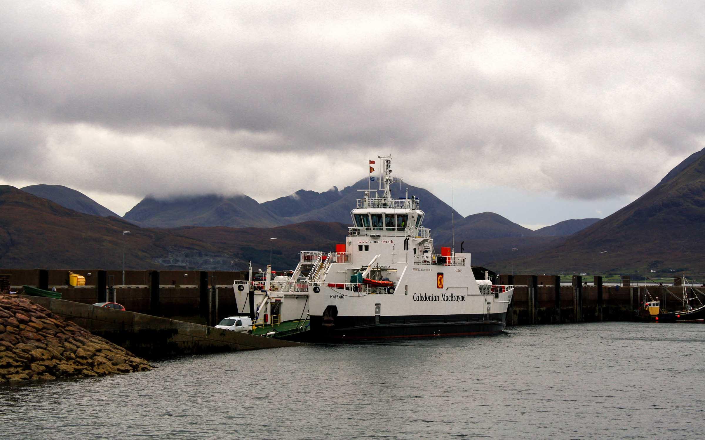Hallaig unloading at Raasay (Ships of CalMac)
