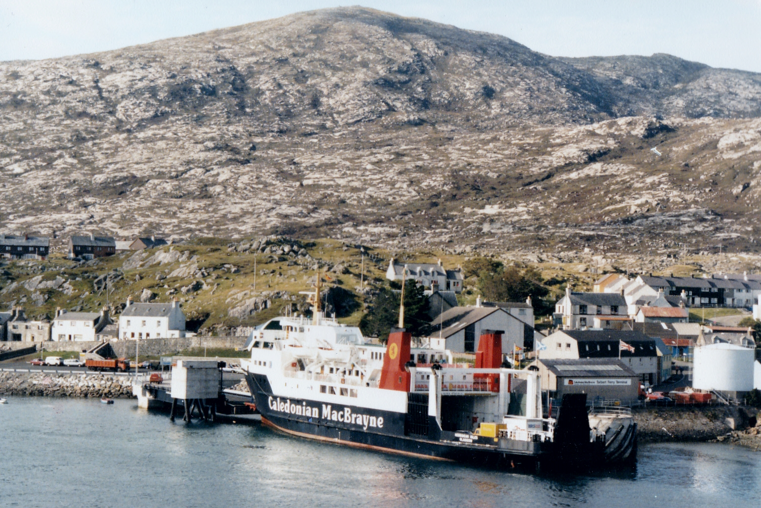 Hebridean Isles at Tarbert (Jim Aikman Smith)