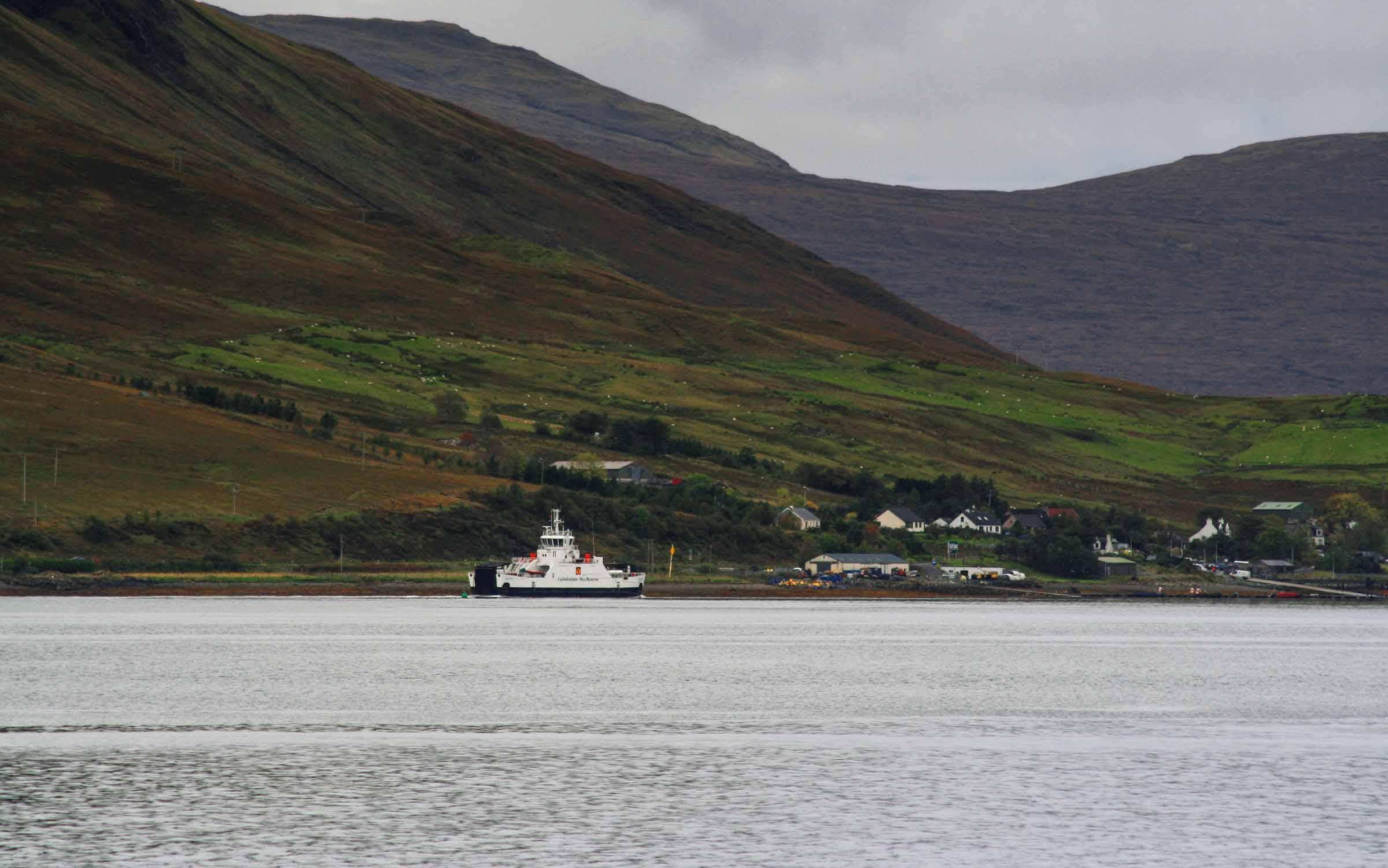 Hallaig entering Loch Sligachan ( Ships of CalMac)