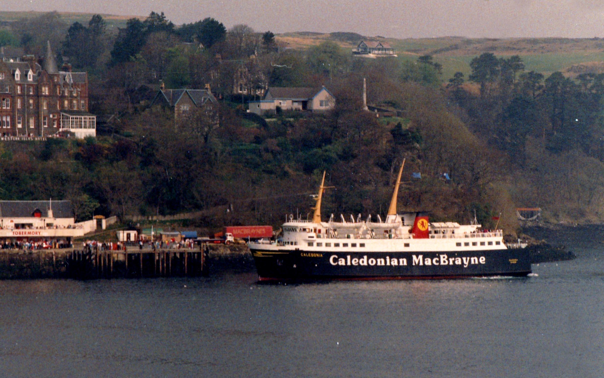 Caledonia approaching Tobermory pier (Jim Aikman Smith)