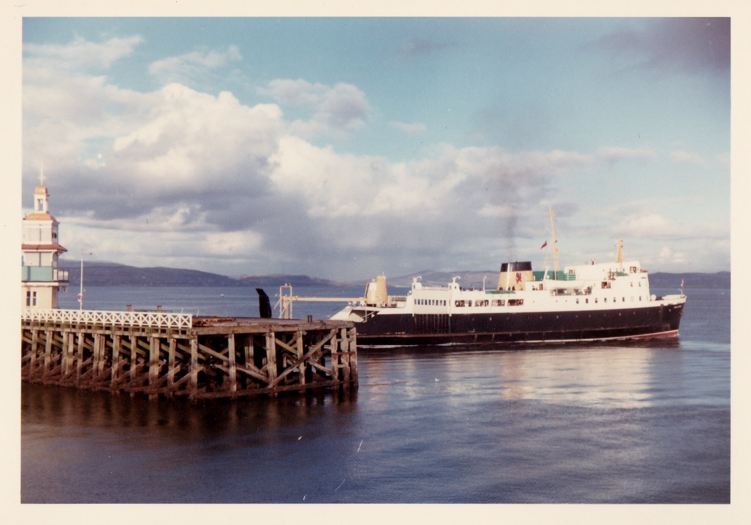 Glen Sannox leaving Dunoon (Jim Aikman Smith)