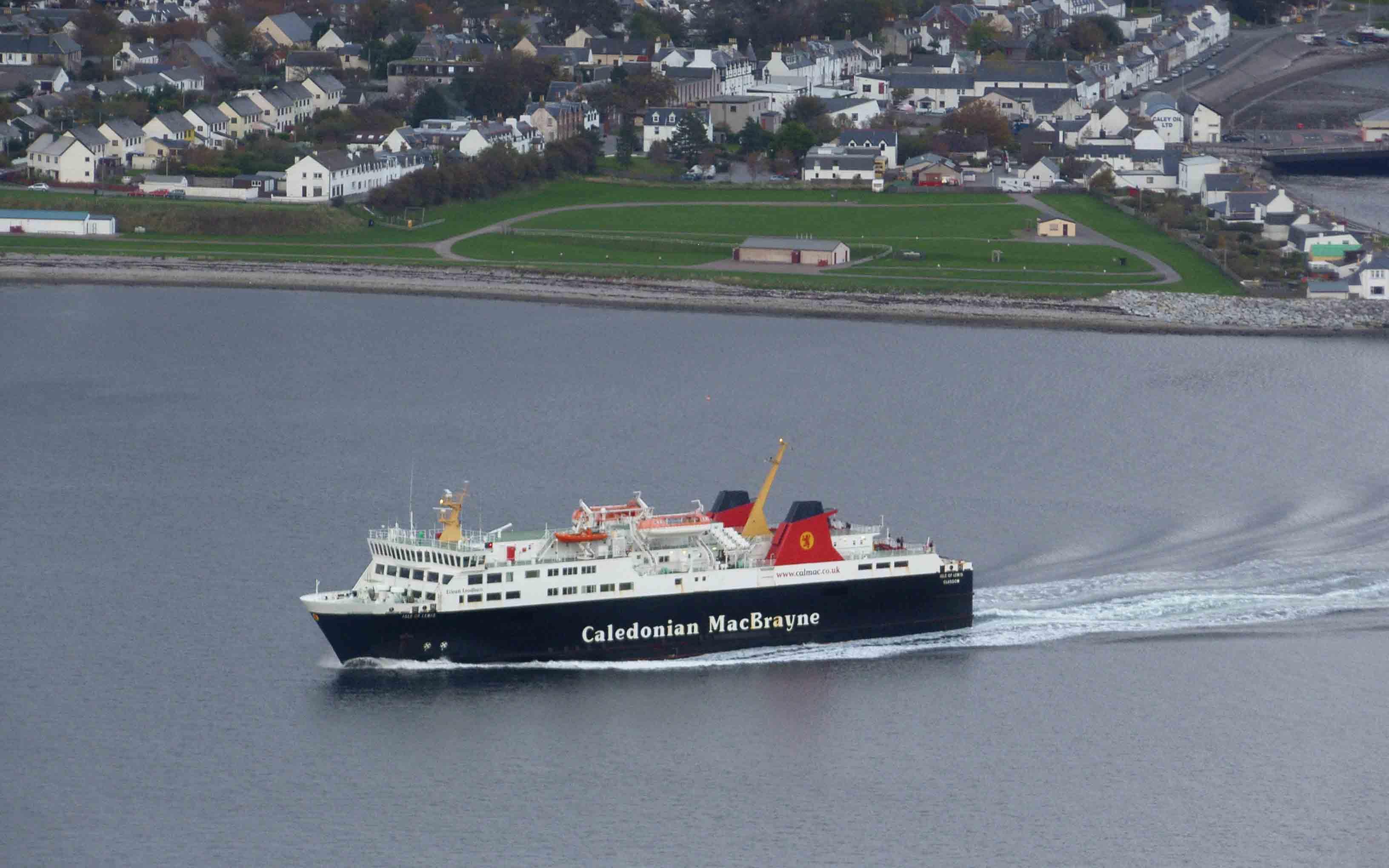 Isle of Lewis leaving Ullapool (Ships of CalMac)