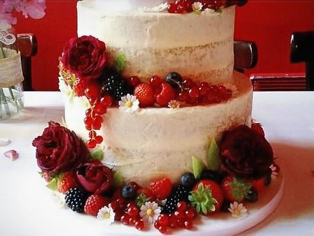 Fresh flowers on wedding cakes?