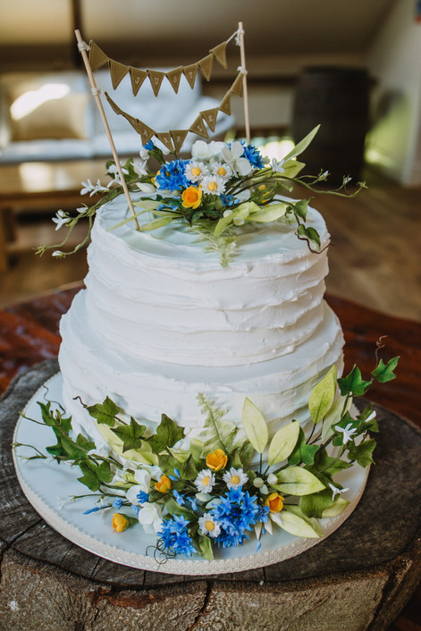 Royal icing & wild flowers