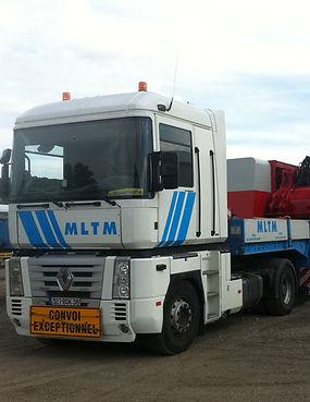 La société MLTM dispose de diverses transports toutes distances : transports conventionnels, exceptionnels ainsi que des camions bras de grue auxiliaire