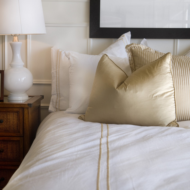 Hotel bed hvid og guld