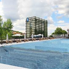 Bazén nad hotelem Thermal