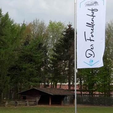 Hissflaggen, Der Forellenhof, Borken.jpg