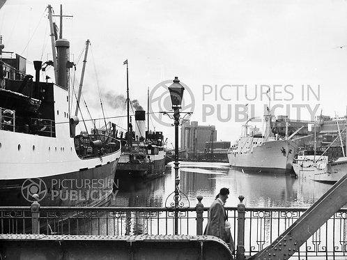 Ships in Cork 1952 Ref R52-3156