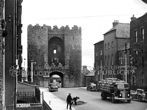 St Lawrence Gate Drogheda 1953 Ref R53-3521