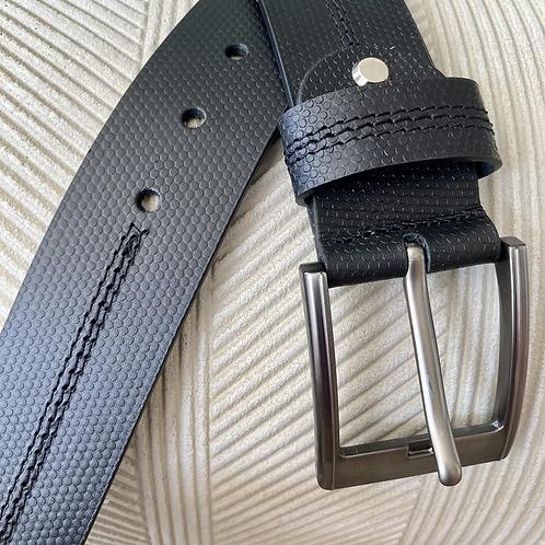 Rago. Cinturón negro para hombre con puntada en hilo negro