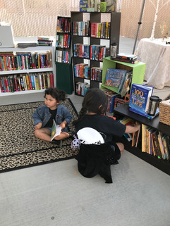 Kiddos reading