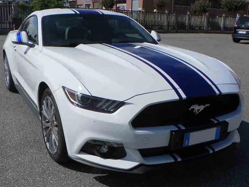 Strisce su Mustang
