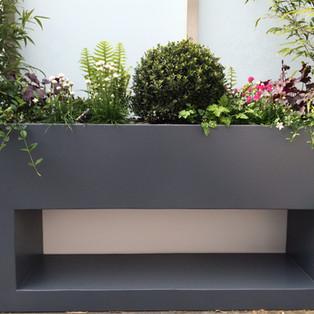 Cut away design planter