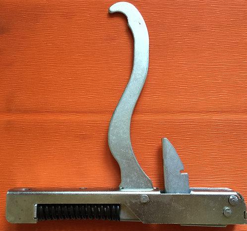 Шарнир дверки духовки  GEFEST 3100.30.0.000  2 шт.