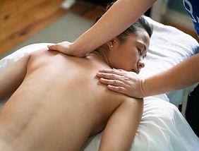 Massage lomi-lomi.jpg