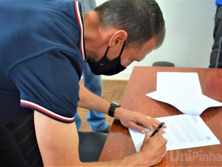 UniPinhal assina Convênio Esportivo com o jogador profissional de futebol Danilo Silva