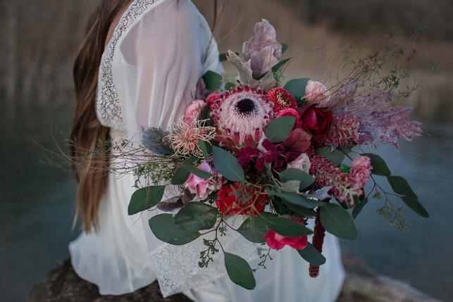 Brautstrauss-Herbsthochzeit-Braut-Protea-.jpg
