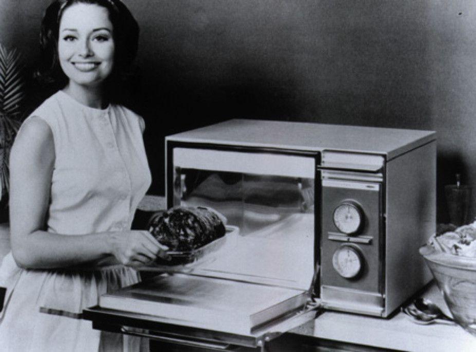 O microondas tal como conhecemos data de 1967, embora uma versão anterior ligada exclusivamente ligada á industria da restauração estivesse em utilização desde os anos '50.