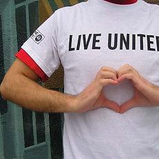 lu-heart-in-hand-170517-065124-1___16160