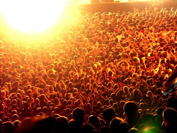 Large-crowd-at-concert1.jpg