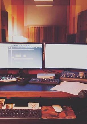 Lunes en la oficina pre-produciendo el d