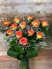 12 roses oranges avec vase 105$
